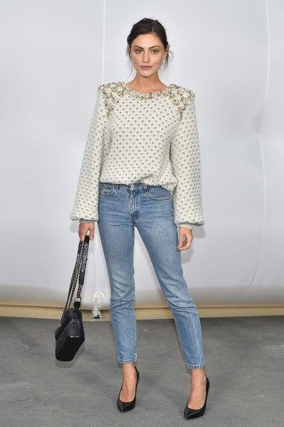 Неделя моды в Париже  Ванесса Паради, Лили-Роуз Депп, Кара Делевинь, София  Коппола и другие на показе Chanel осень-зима 2017 2018 11c0aa78118