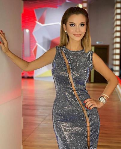 Ольга Орлова появилась на съемках в голом платье.