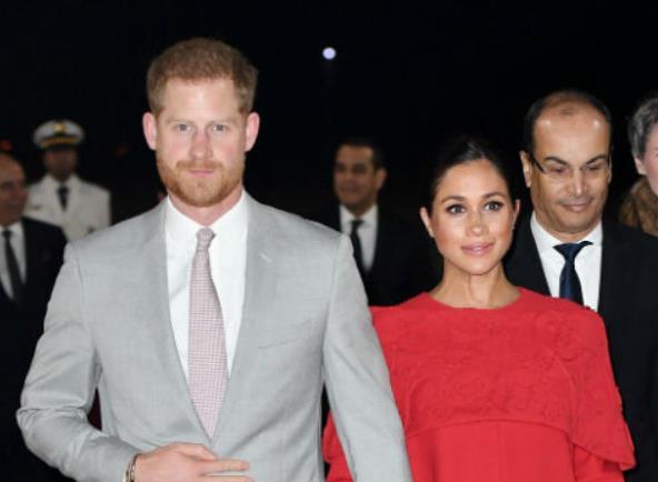 Принц Гарри и Меган Маркл выступили с официальным заявлением. Супруги не собираются позировать с ребенком у входа в госпиталь, как это делала Кейт Миддлтон.