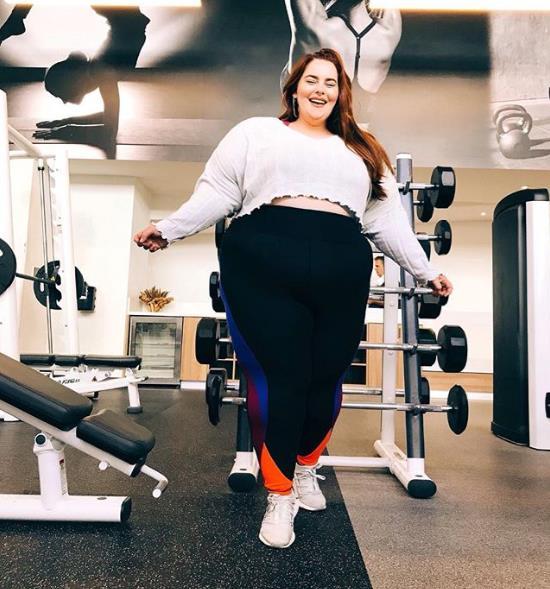 Тесс Холлидей продолжает ходить в спортзал в попытках похудеть.